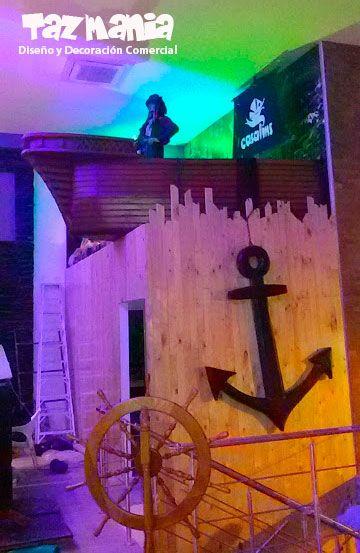 Decoración comercial restaurante Casalins Calle 56 Bucaramanga. Escenografía y ambientación pirata y del mar. Figuras y accesorios desarrolladas y tallados en icopor de alta densidad con proceso de cubrimiento duro con resinas acrílicas e impermeabilizado.