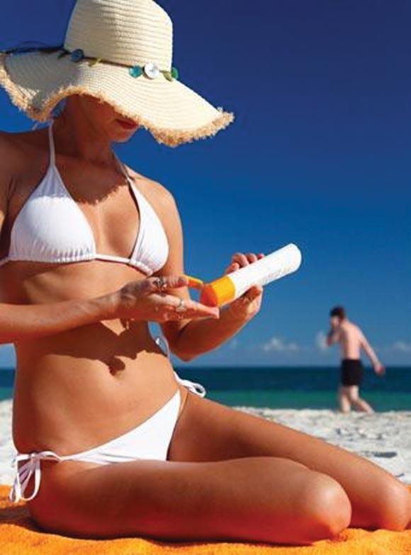 Como ficar com marquinhas de biquini. No verão, exibir a famosa marquinha de biquíni pelo corpo é o desejo de muitas mulheres. Existem alguns truques bem eficientes para alcançar esse objetivo. Por isso, o umComo.com.br vai mostrar como f...