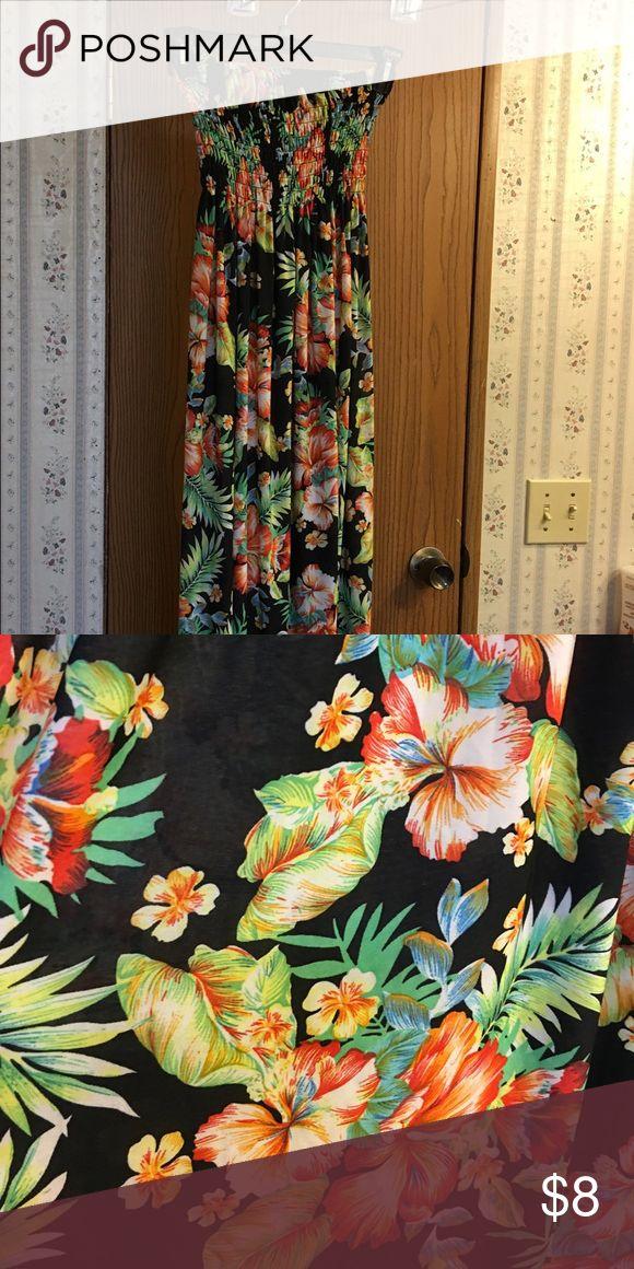 Hawaiian print dress free-flowing lightweight Free-flowing lightweight strapless Hawaiian print dress. Worn once Dresses Strapless