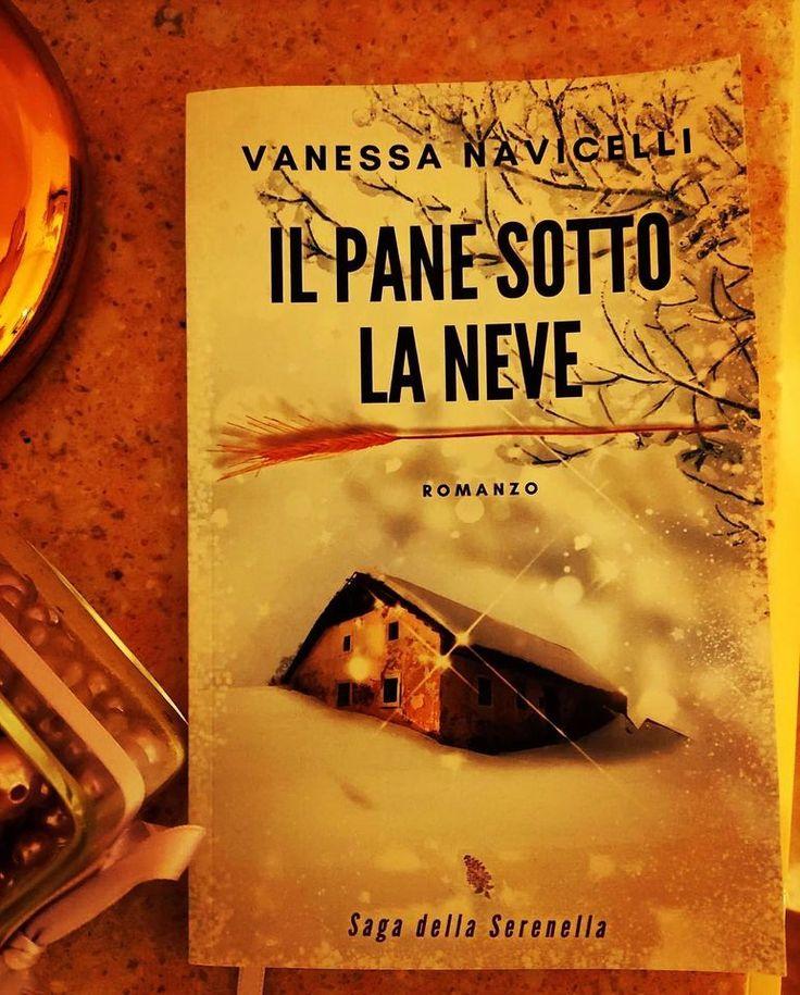 """📘 """"#IlPaneSottoLaNeve. Straordinario, imperdibile. Personaggi che ti entrano sotto pelle e senti parte di te. Scritto con una semplicità disarmante eppure con una capacità di coinvolgimento senza pari. L'ultima parte non riesci più a staccare e ti lascia senza fiato, tra il dolce e l'amaro della vita."""" 💖 Elena F. (#recensione #Amazon) #libro #romanzo #sagafamiliare #SagaDellaSerenella #Novecento #StoriaItaliana #read #bookblogger #leggere #book #bookphoto #italiainlettura #consiglidilettura"""