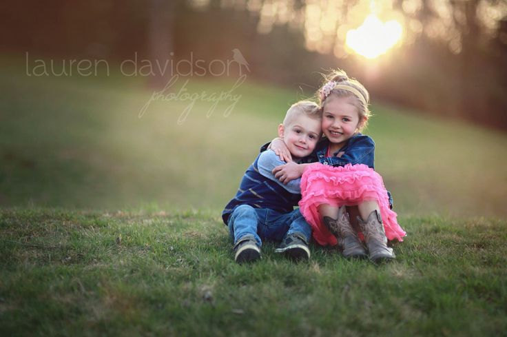 Brother sister photo shoot ideas. Summer sibling pictures. Young kids, children, youth, toddler unique photography set ups. Summer and spring outdoor pictures for little kids. Neat photos without props. Shabby chic, forest, outdoor pictures with kids. Easy picture ideas for kids. Lauren Davidson photography. #LaurenDavidsonPhotography