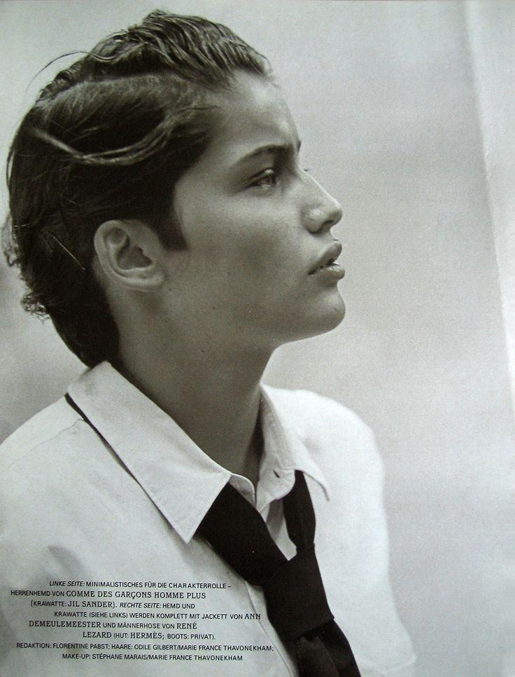 Photo PETER LINDBERGH. Laëtitia Casta en garçon manqué mais toujours aussi belle.