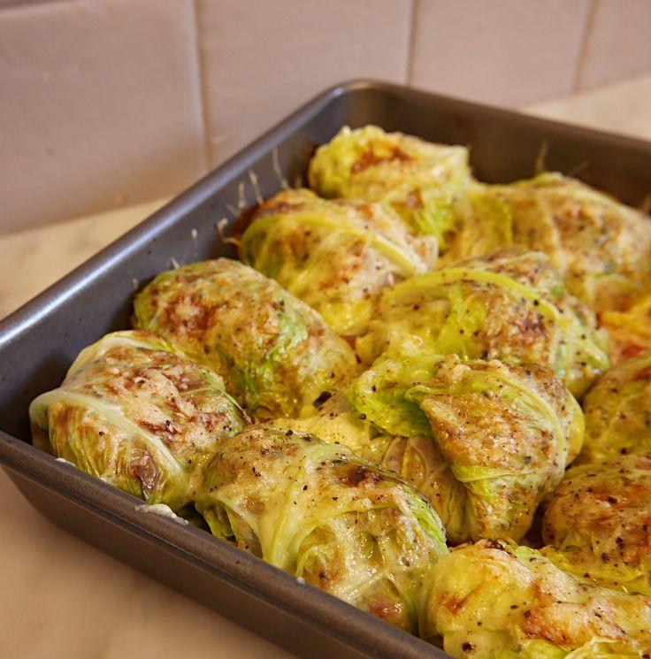 Nous sommes en pleine saison des choux. Ils fleurissent sur les étals des marchés pour mon plus grand bonheur (oui, j'adore les choux !). J'ai donc décidé de vous proposer une recette bien de saison, simplissime, rapide et gourmande pour petits et grands : du chou farci (en version végétarienne …
