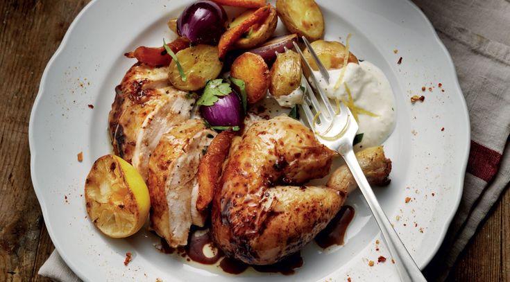 Ugnsrostad kyckling med grönsaker och citronyoghurt