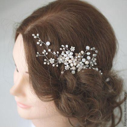 Купить или заказать Гребень для свадебной прически невесты кремово-персиковый+жемчуг. в интернет-магазине на Ярмарке Мастеров. Свадебный гребень, гребень для прически невесты, украшение свадебное, свадебная прическа, украшение в волосы для невесты. _________________________ Необыкновенный теплый и нежный гребень для прически невесты в модных тонах бохо-стиля. Выполнен из бежевых, кремово-персиковых бусин, стразов из мутного стекла с персиковым подсветом, кристально-прозрачных бусин и…