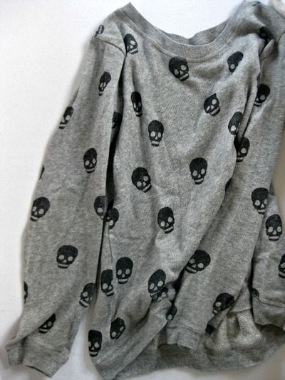 Scattered skull top Cute top with dark pants or tight (a favourite gothic punk clothes repin of VIP Fashion Australia ) WANT!!!