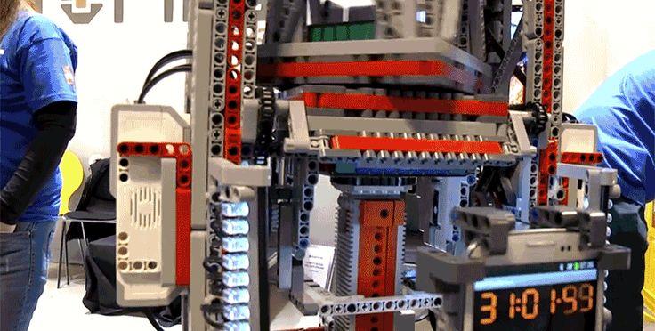 Nie po raz pierwszy klocki LEGO okazują się budulcem doskonałym. A ponieważ można zrobić z nich naprawdę wszystko, dlaczego nie zająć się robotyką? MultiCuber to dopiero początek... http://exumag.com/multicuber-999/