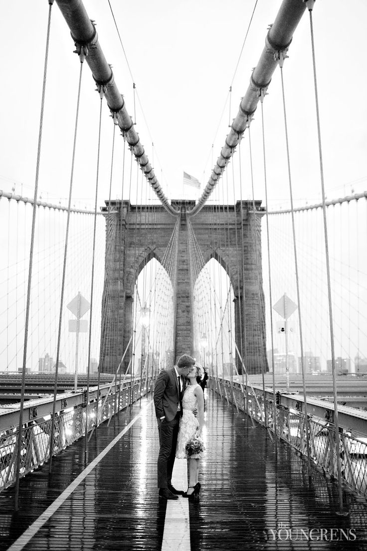 New York Courthouse Wedding - photo shot on the Brooklyn Bridge | Photography by The Youngrens