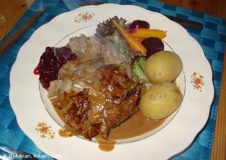 Byhäxans kålpudding med brun sås