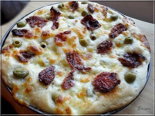 Sokszor előfordul, hogy a mikor a gyermek pizzát kér, magunknak inkábbvalamilyenfocaccia-t sütök. A tésztában ugye nincs különösebb ...