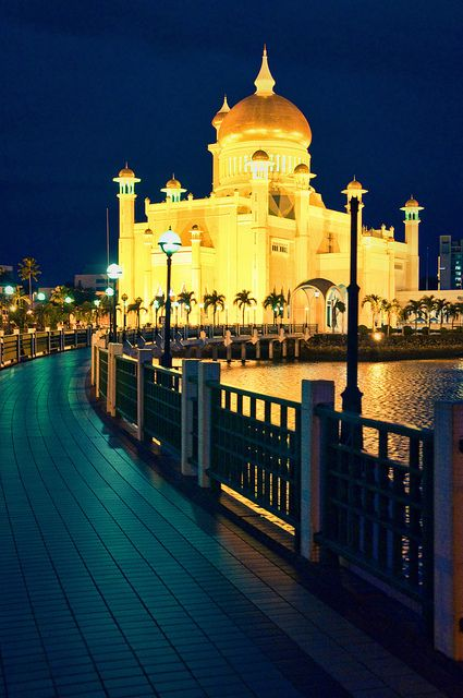 Sultan Omar AlI Saifuddin Mosque ♦ Bandar Seri Begawan, Brunei | by Flash Parker