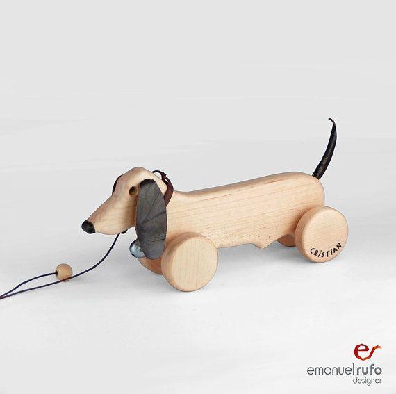 Wooden Toy, wooden Dog, eco-friendly personalized pull toy - legetøj hund lavet i træ med ører og hale af læder - på hjul trækdyr - gravhund