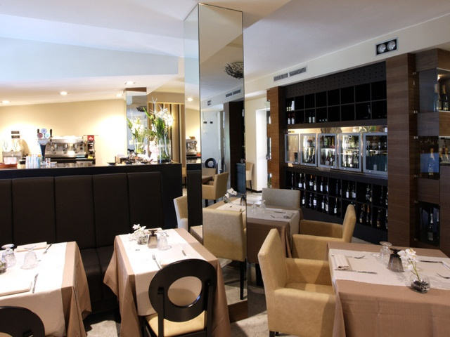 Contemporary Restaurants Interior Italian Design- displays & bench