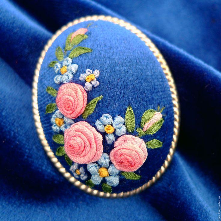 Купить Брошь с вышивкой Английские розы - синий, синий бархат, брошь с вышивкой