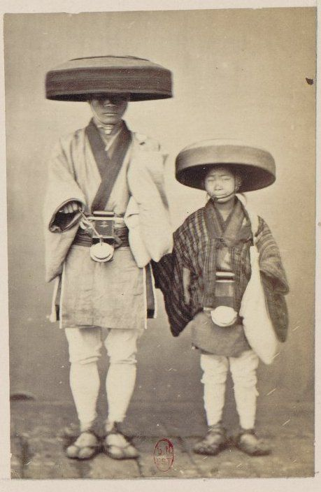 Traditional travelling style - Social life and customs in Nagasaki. 1870.