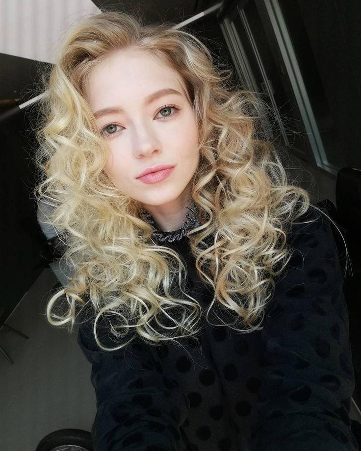 """176 Likes, 13 Comments - Belinda (@belinda_sofia) on Instagram: """"Tell me one more time . #finnishgirl #girl #model #hongkong #life #curlyhair #makeup #asia…"""""""