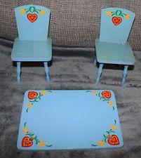 Zwei Holzstühle Holztischplatte Puppenstühle für Puppen Teddy Alt