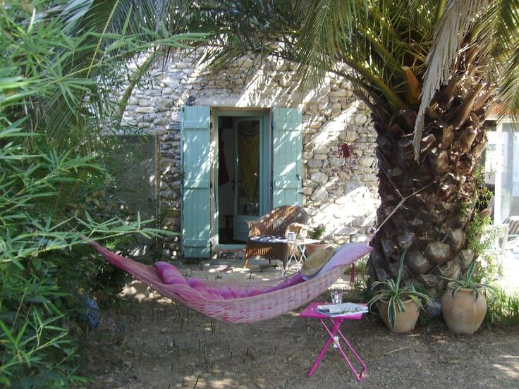 Céret, Gîte de vacances avec 3 chambres pour 6 personnes. Réservez la location 73316 avec Abritel. Superbe villa en pierres, petite ville des Pyrénées, piscine et jardin sécurisé