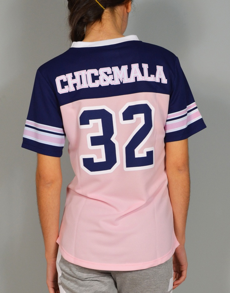 Camiseta fútbol americano combinada con colores fluor Chic 32.