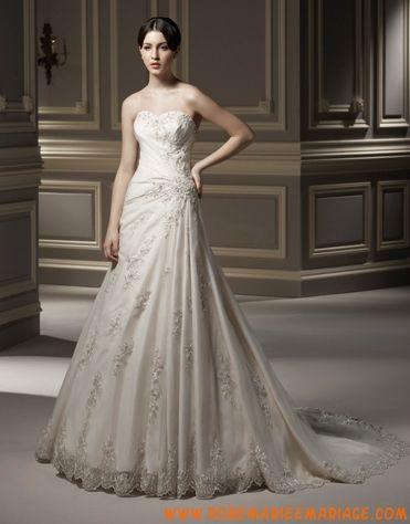 Sans bretelle décolleté en coeur applique perles plis petite traîne robe de mariée