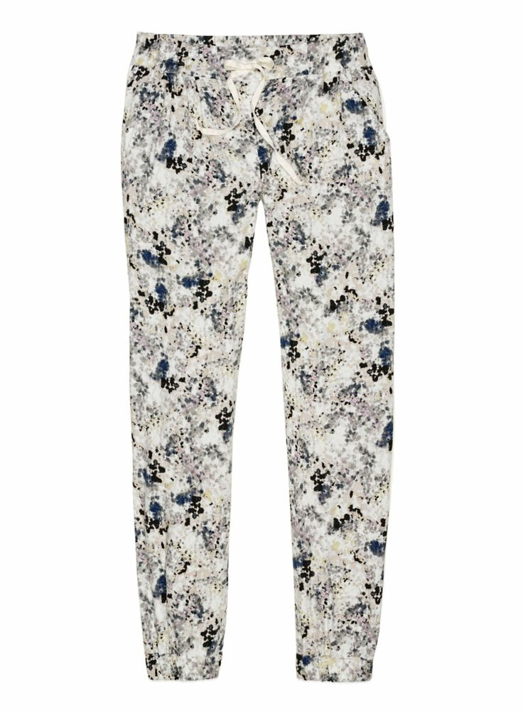 such a seriously cute floral print. absloutely a must have for those lazy comfy days #aritzia #talula #aritziacleanslate