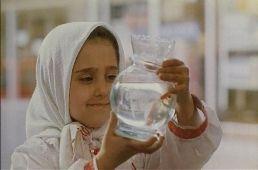 A fehér léggömb  /Badkonake sefid/ magyarul beszélő, iráni filmdráma, 85 perc, 1996