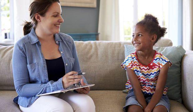 L'élocution chez le jeune enfant peut présenter certains troubles d'articulation. Il est important de savoir comment les détecter et de consulter le plus rapidement possible afin d'éviter tout retard de développement chez l'enfant.