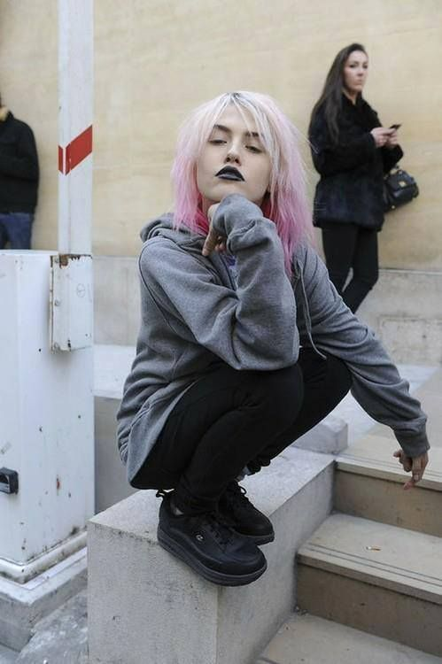 Charlotte Free, lookin' pastel-goth perfect