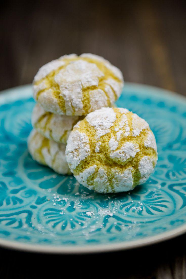 """Ich gebe zu: Diese Kekse gibt es bei uns schon seit der Adventszeit. Kurz nach Weihnachten habe ich beschlossen, dass ich sie so sehr liebe, dass ich das Rezept mit euch teilen will und dann habe ich sicherheitshalber noch ein bisschen Zeit ins Land gehen lassen, damit die erste Phase von """"Weihnachten ist vorbei, weg mit den Keksen!"""" verstrichen ist. Aber ich sage euch was: Diese Kekse schmec ..."""