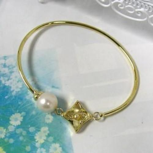 `Star` Bangle With Pearl Gold - One Size