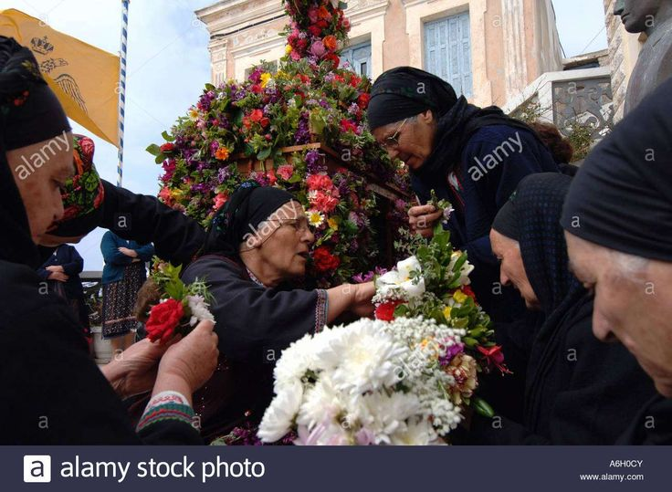 Good Friday. Epitaphios preparation.  Olympos Karpathos. Dodecanese's islands. Greece. Photo: Velissarios Voutsas. www.alamy.com.