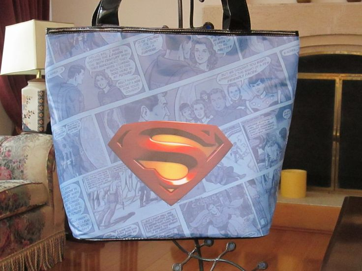 Cartera SuperMan logo Dimensiones: 48x36cm