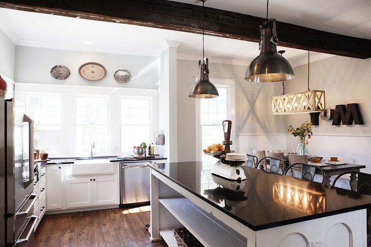 VINTAGE ROMANCE STYLE: 9 Fixer Upper + Joanna Gaines Farm House Kitchens that You'll Love