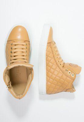 Dieses Fashion-Statement darf in keiner Sneaker-Sammlung fehlen. Michalsky URBAN NOMAD III - Sneaker - sand für 369,95 € (27.11.15) versandkostenfrei bei Zalando bestellen.