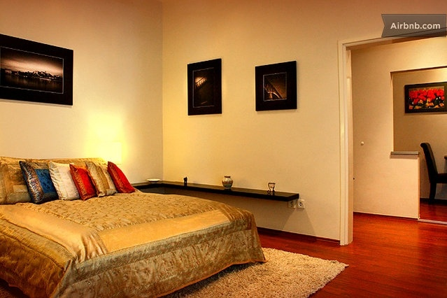 Modern studio apartment located in the fifth district, which is downtown Budapest. Just a few minutes away from the