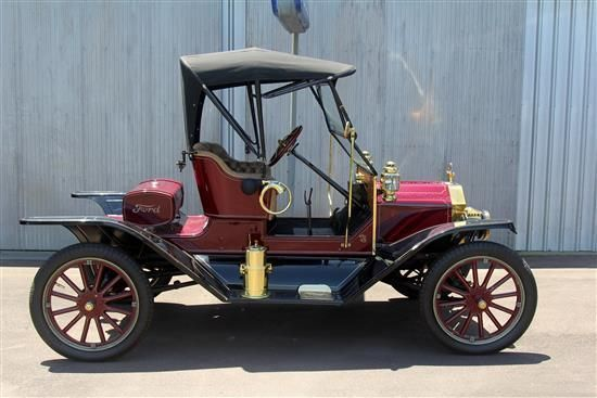 A 1913 Model T Ford The car that established a mass market for automobiles, the Model T, was introduced on Oct. 1, 1908. The first Model T had a 20-horsepower, four-cylinder engine, reached a top speed of about 45 miles per hour, got about 13 to 21 miles per gallon of gasoline and weighed 1,200 pounds. It was the ninth of Henry Ford's production cars.