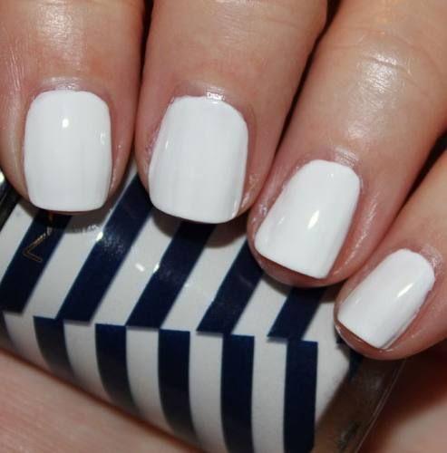 en el esmalte de larga duración tenemos el manicure gratis los días martes  sólo con tarjetas participantes los
