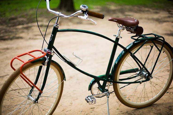 Bicicleta Urbana Maré, estilo retrô / vintage, marca Art Trike, verde escuro, masculina, design diferente, bagageiro dianteiro colorido, selim banco antigo com molas