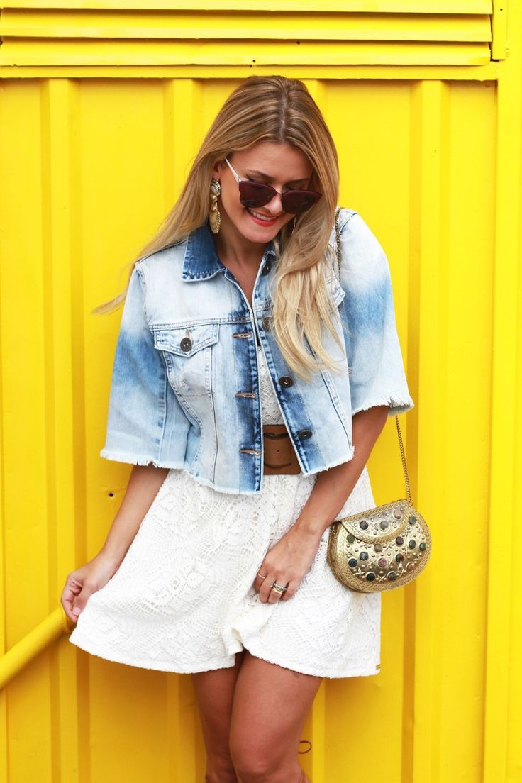 Look do dia: Vestido off white e jaqueta jeans Damyller
