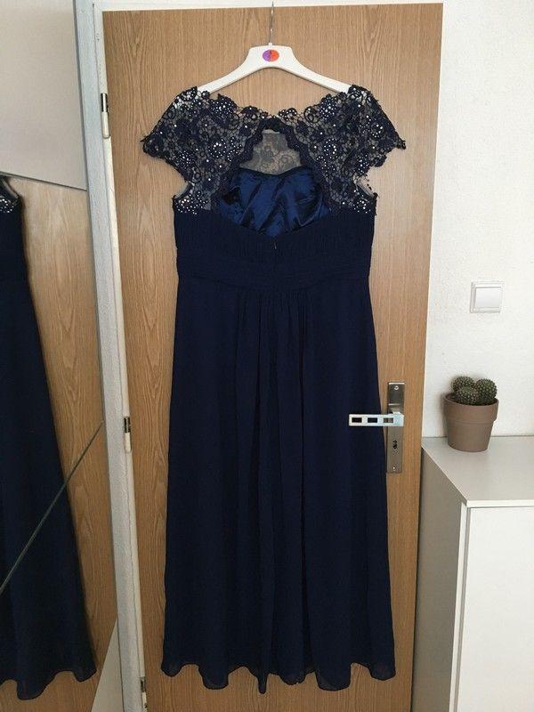660c6113cd9 Tmavě modré plesové šaty s krajkou a kamýnky - vinted.cz