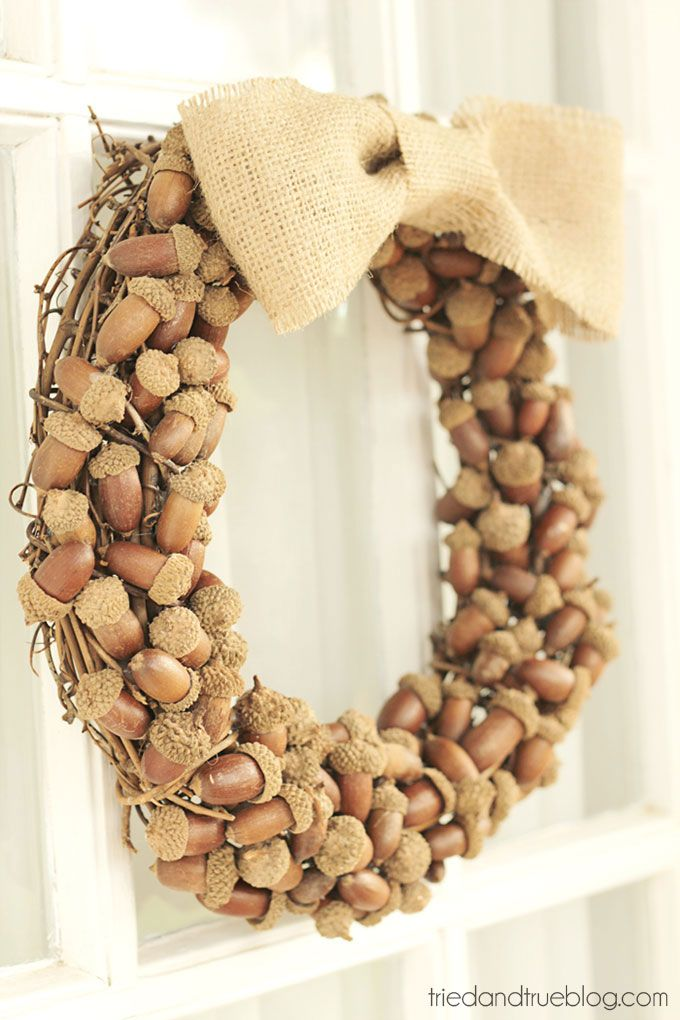 Make these beautiful Fall Wreaths with Acorns to decorate your front door! Tutorial includes full instruction and detailed pictures.