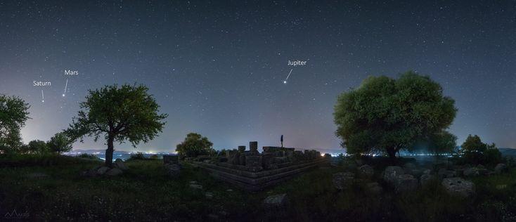 Η φωτογραφία τραβήχτηκε από τον φυσικό Άγγελο Μακρή, που διακρίνεται στις νυχτερινές λήψεις του ουρανού,σε Περισσότερα