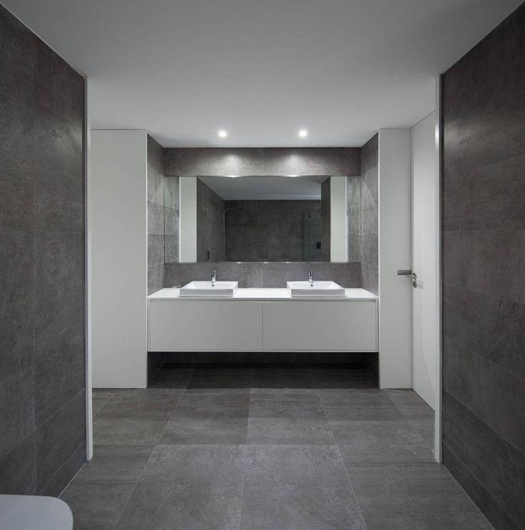 a : Casas de banho modernas por PEDROHENRIQUE|ARQUITETO