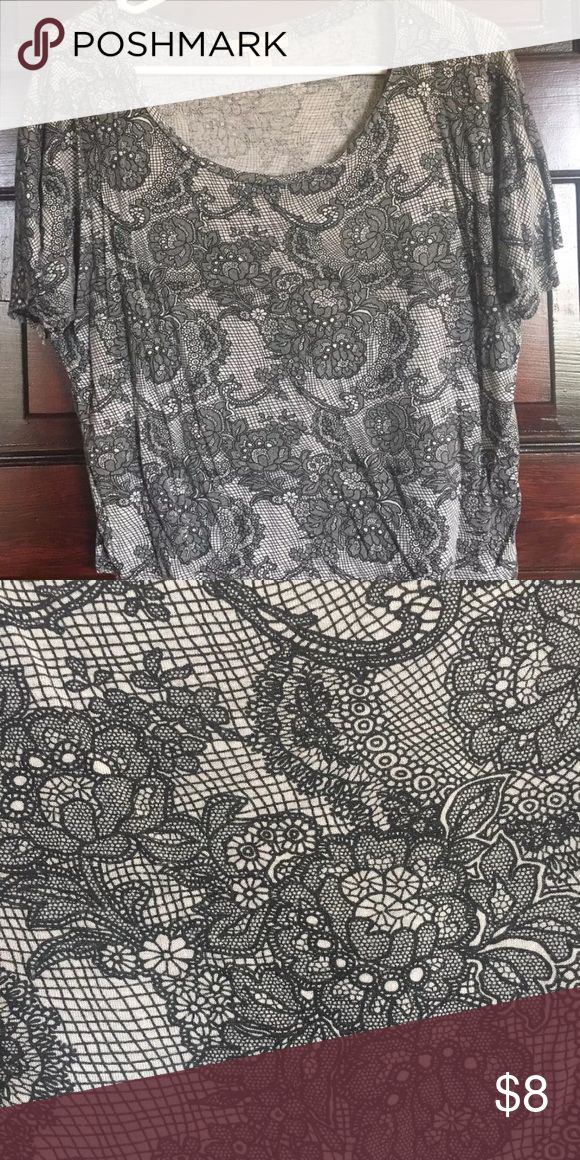 Forever 21 Black and a White Floral Top Small Forever 21 Knit Top Blouse Black and white floral print Loose fit Classic scoop neckline Short sleeve, batwing style Size S / Small Measurements: Bust:  23 inches Length:  19 inches Sleeve Length:  11.5 inches  Great pre-owned condition.  No stains or holes.  Smoke-free home. Forever 21 Tops Crop Tops