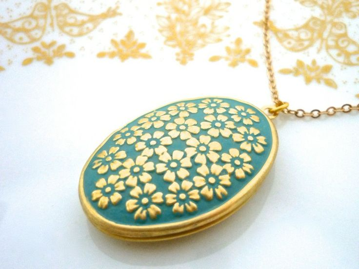 Medallion Kette mattgold mit Blütenrelief // oval necklace with floral ornaments by MiMaMeise ♥  via DaWanda.com