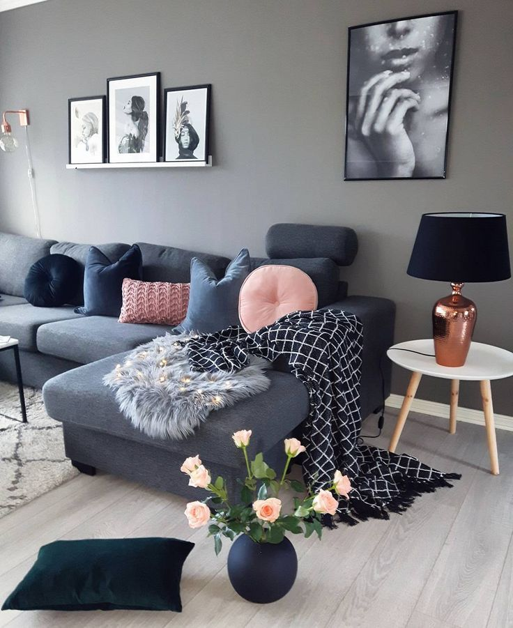 canapé gris et mur gris clair