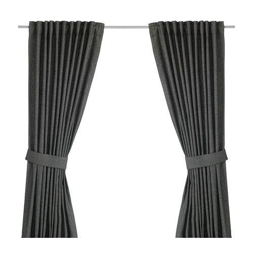 IKEA - INGERT, 2 Gardinen + Raffhalter, , Blickdichte Gardinen schirmen Lichteinfall effektiv ab und sorgen für Privatsphäre.Für Gardinenstange oder -schiene geeignet.Mit Gardinenband; lässt sich kombiniert mit RIKTIG Haken einfach in effektvolle Falten legen.