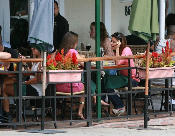 Eva Longoria Photos: Eva Longoria Parker Eating At Cafe Med