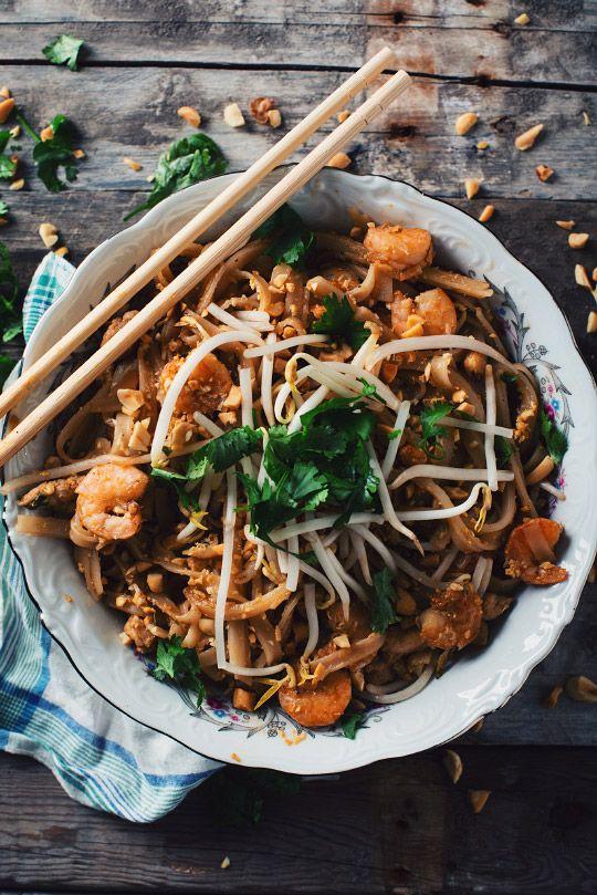 Voici un Pad Thaï au poulet et aux crevettes qui est vraiment authentique. Dégustez-le avec un bon saké chaud et ne mettez pas trop de Sriracha!