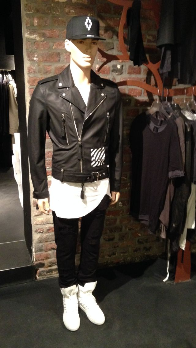 Cap Marcelo Burlon Leather jkt OFF WHITE  tee Thom Krom  Pant OFF WHITE  sneakers Krisvanassche   L      A      B       E      L      S